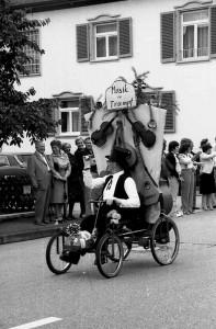 Jubil Umsumzug-Musikverein-1981 -2-Kratzer-197x300 in Mit dem Holländer zur Olympiade 1972