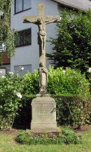 Kreuz Pflugweg-Riederstra E 2 IMG 6474-179x300 in Bewahrung örtlichen Kulturgutes