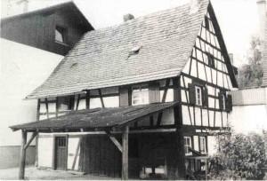 Iffezheimer-Str-11-mit-Schmiede-300x204 in