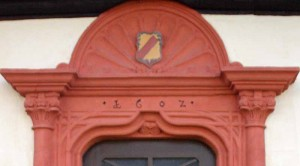 Eingangsportal Heimatmuseum-oben IMG 8417-300x166 in