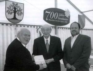 Autoren-des-2-Heimatbuches-Sandweier-300x230 in Heimatverein Jahresrückblick 2008