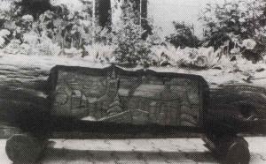 Schnitzerei-Blumentrog-300x186 in Ein beachtenswerter Künstler in unserer Gemeinde