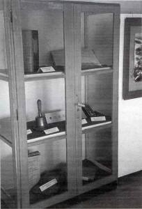 Schrank-Heimatmuseum-Ortsgeschichte-204x300 in Unser Heimatmuseum - Rückschau und Ausblick 1993