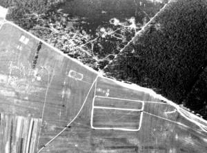 Exerzierplatzgel Nde-am-Niederwald-mit-Beschuss-und-Bombeneinschlag-Gr-800-300x223 in Der Westwall in Sandweier