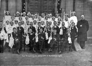 Erste-heilige-Kommunion-1925-in-Sandweier-800-300x216 in Alte Fotos aus der Schule