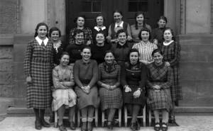 Frauengruppe-1-Gr-800-300x185 in Alte Fotos vom kirchlichen Leben