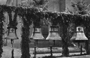 Glockenweihe-29-Nov-1948-Gr-800-300x192 in Alte Fotos vom kirchlichen Leben