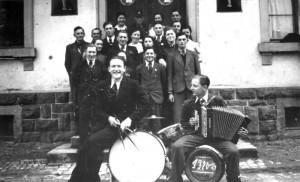 Im-Jahre-1920-21-1-Gr-800-300x182 in Alte Fotos von Vereinen
