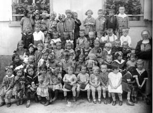 Kindergarten-Gr-800-300x222 in Alte Fotos aus der Schule