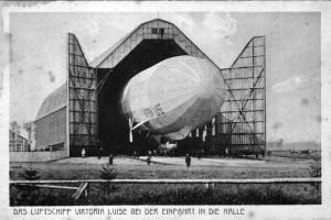 Luftschiff-Viktoria-Luise-in-der-Halle-Gr-800-300x200 in