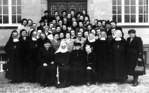 Schwestern-Besuch-Gr-800-300x188 in Alte Fotos vom kirchlichen Leben