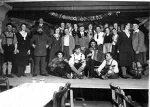 Theaterauff Hrung-1-Gr-800-300x214 in Alte Fotos von Vereinen