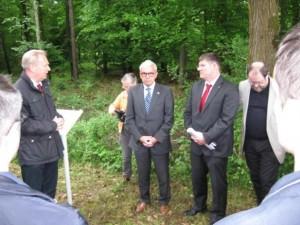 Gedenktafelenth Llung-2-SS-Lager-300x225 in Öffentliche Vorstellung der Gedenktafeln an die SS-Lager in Iffezheim und Sandweier