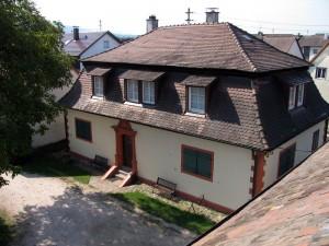 Das-Jagdhaus-von-1602-Blick-von-oben-300x225 in Jahresrückblick Heimatverein Sandweier 2013