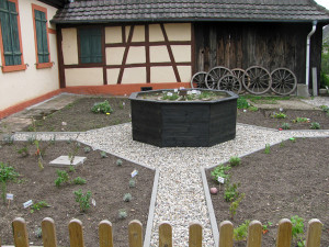 Kr Utergarten-Neubeginn-2013-300x225 in Kräutergarten
