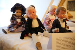 Puppen-alt-300x200 in Ausstellungen der Strickliesel-Gruppe