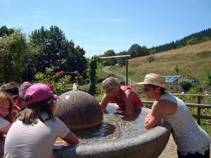 Erfrischung-am-Brunnen-600-300x225 in Kräuter AG