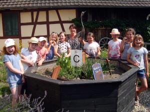 Tag-des-Schulgartens-20 06-59-600-300x225 in Kräuter AG